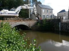 Montjean : démontage du pont le 11 septembre 2017